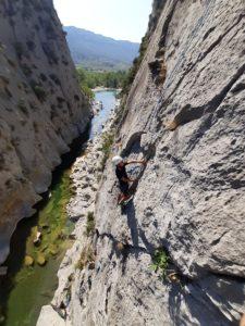 Cours d'escalade en falaise à Tautavel , Vingrau, Opoul et sur les sites d'escalade de Perpignan.